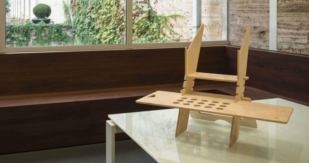 standing desk in legno